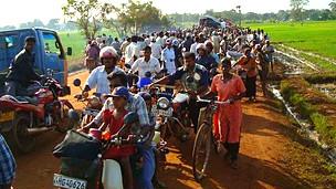 121113163956_sri_lanka_war_civilians_displaced_304x171_bbc_nocredit[1]