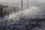Arafat, Saudi Arabia: Muslim pilgrims leave Mount Arafat